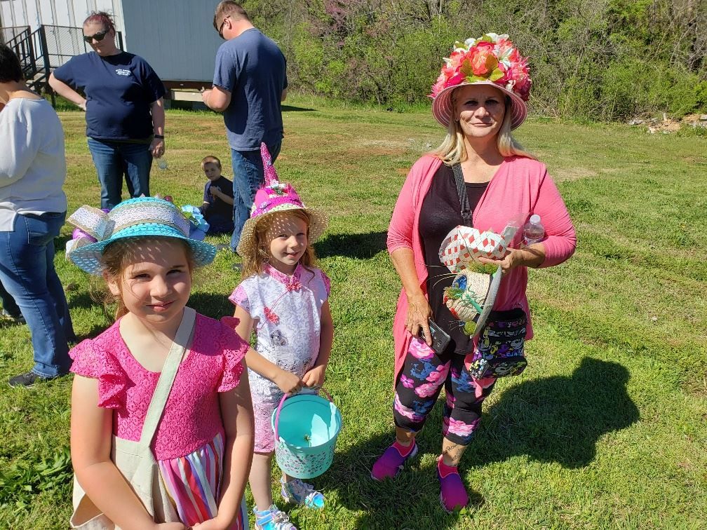 20190420_110201_easter bonnet contestants 1
